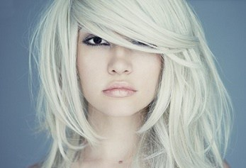 long asymmetric blonde cut